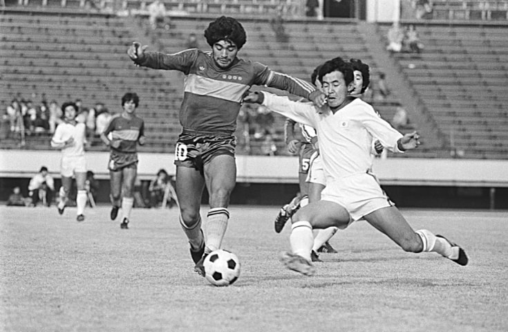 Maradona avoids a tackle by Japan's Koji Tanaka during a game between CA Boca juniors and the Japanese national team in Tokyo on Saturday, January 16, 1982 | AP