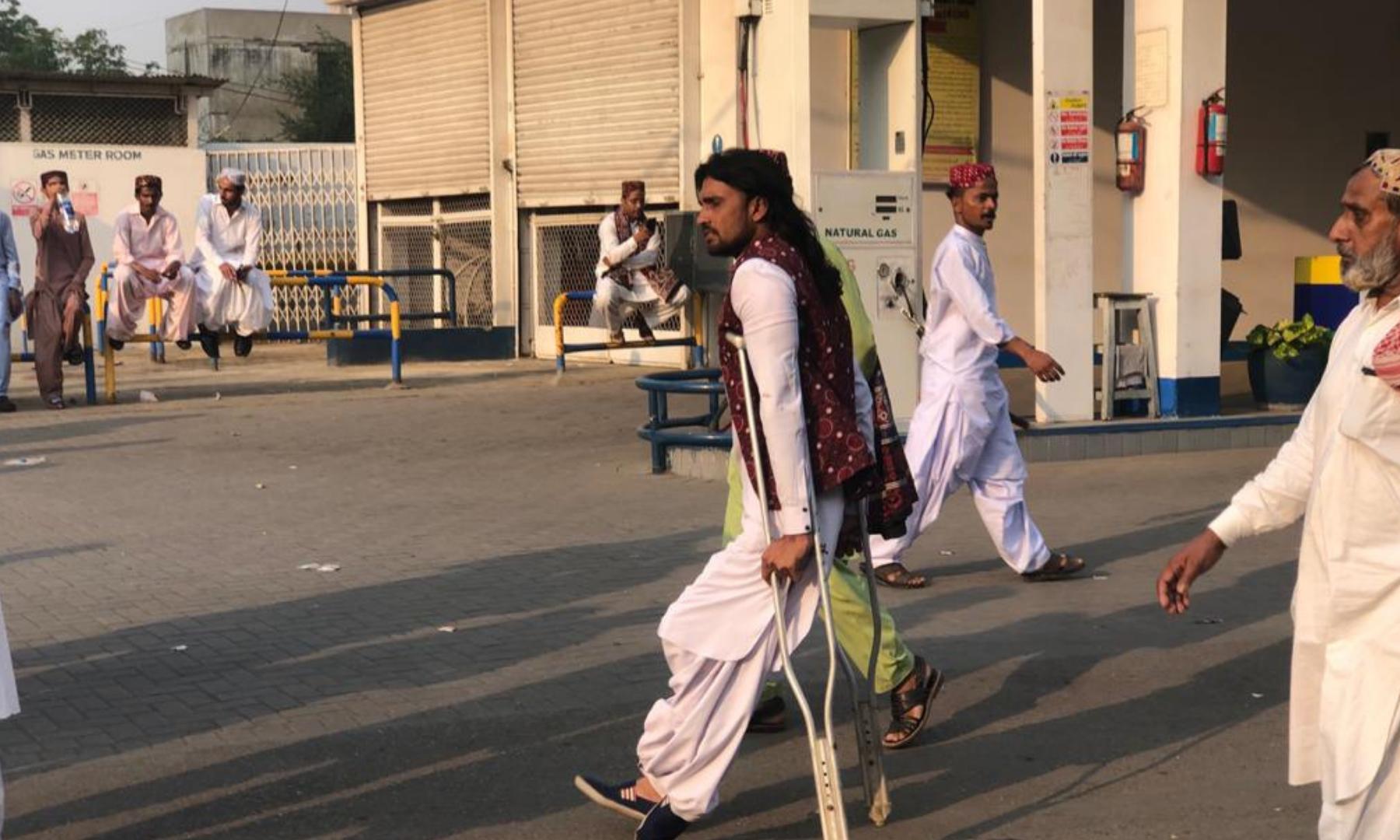 سندھ کے شہریوں نے روایتی انداز میں اپنی ثقافت سے متعلق تقاریب اور جلسوں میں شرکت کی—فوٹو: امتیاز علی