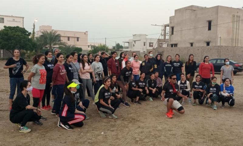 ریس میں شامل ہونے والی خواتین کی تعداد 50 سے زائد تھی جن کی عمریں 13 سے 50 برس کے درمیان تھیں—فوٹو: شازیہ حسن