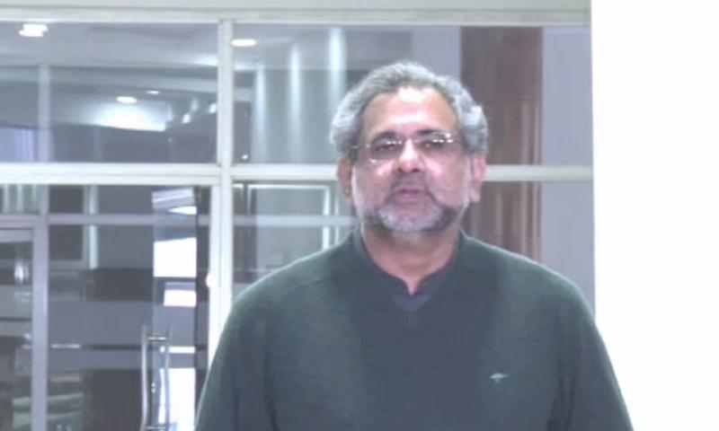 شاہد خاقان عباسی نے کہا کہ حکومت نے سیکڑوں ارب کا نقصان کیا ہے— فوٹو: ڈان نیوز