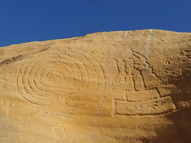 Labyrinth and stupa images at Lahut Tar, Mol Valley