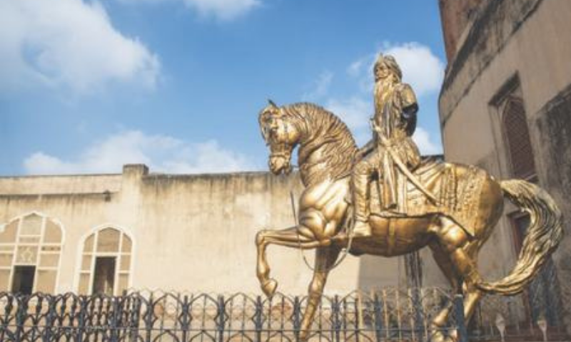 LAHORE: The statue of Maharaja Ranjit Singh at the Lahore Fort after its arm was broken in an attack on Friday.—Murtaza Ali / White Star
