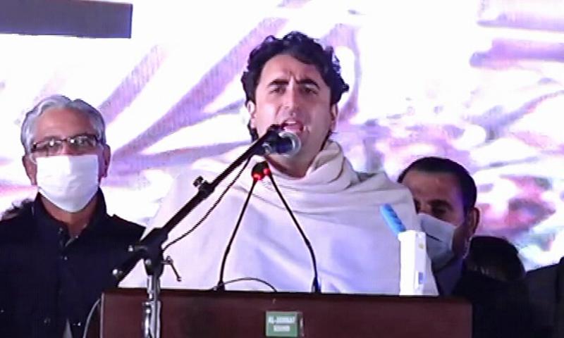 PPP Chief Bilawal Bhutto-Zardari addresses a public meeting arranged by PDM at Lahore's Minar-i-Pakistan. — DawnNewsTV