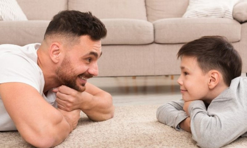 والد کے ساتھ معیاری وقت بچوں کی شخصیت کو بہتر بنانے کیلئے مددگار
