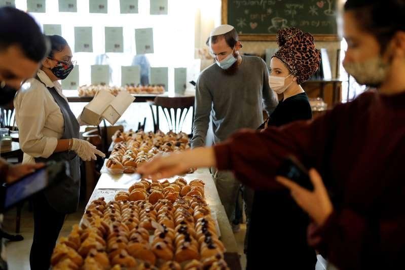 "Customers buy ""Abu Dhabi"" doughnuts in Jerusalem."