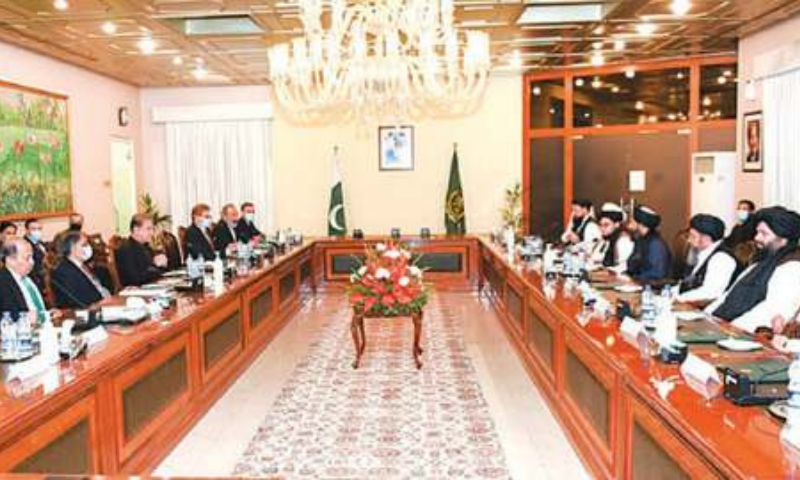 ISLAMABAD: Foreign Minister Shah Mehmood Qureshi and Taliban leader Mullah Abdul Ghani Baradar lead their delegations during talks between the two sides on Wednesday.—White Star