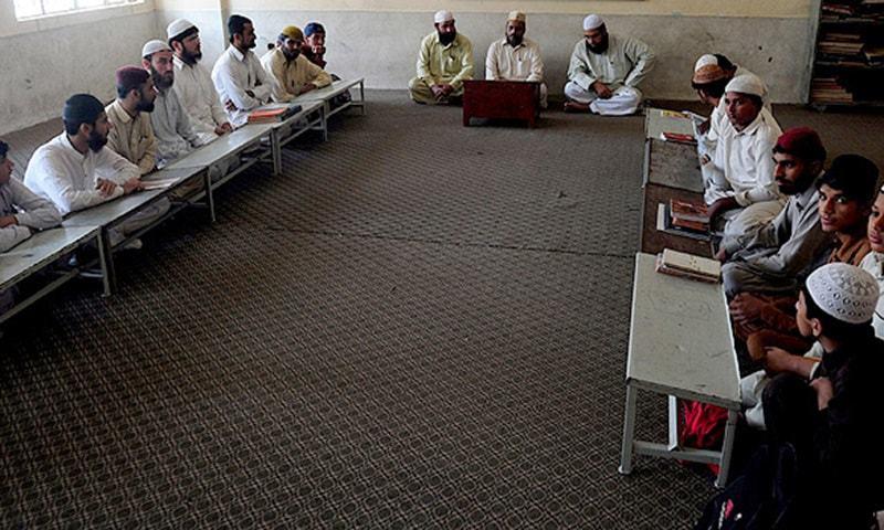 وبا کی دوسری لہر کے دوران سندھ میں یومیہ سب سے زیادہ کیسز سامنے آرہے ہیں — فائل فوٹو / اے ایف پی