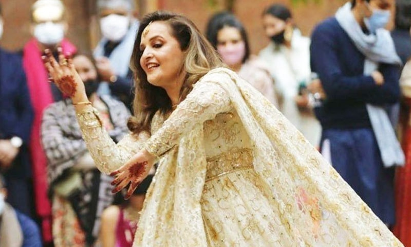 حنا خواجہ بیات کا بھانجی کی شادی پر 'ڈولا رے' پر رقص