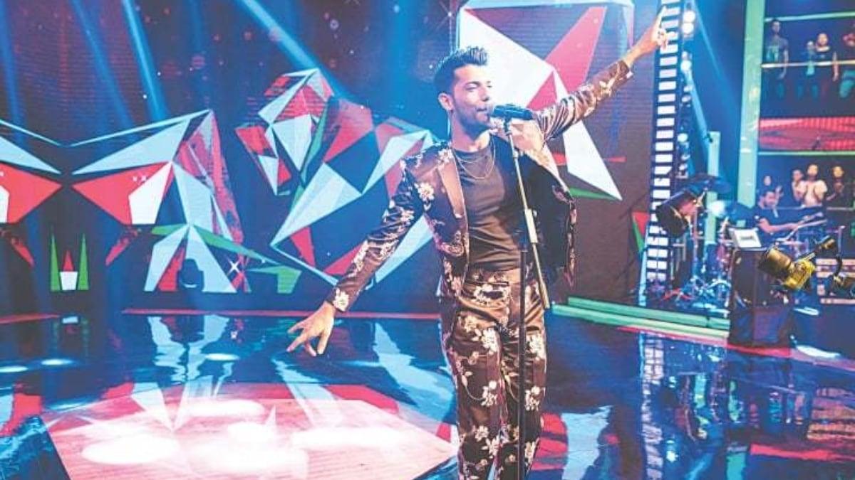 Shamoon Ismail performing Confetti