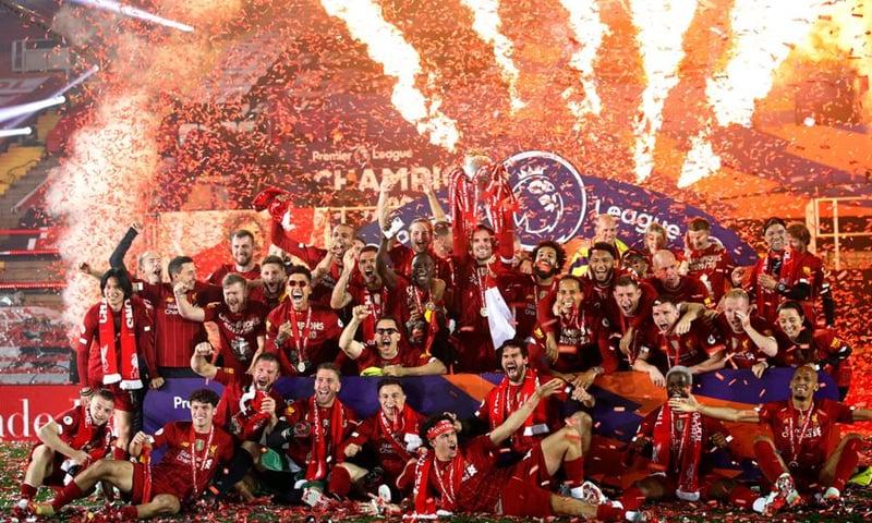 لیورپول نے ریکارڈساز فتح حاصل کرتے ہوئے چیمپیئن بننے کا اعزاز حاصل کیا— فوٹو: اے پی