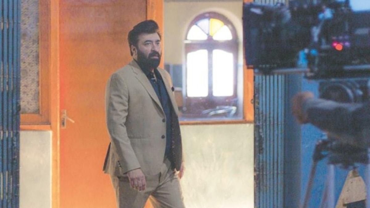 Yasir Nawaz on the set
