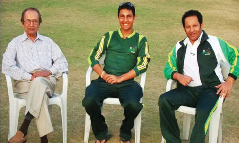 With his legendary grandfather Hanif Mohammad and father Shoaib Mohammad