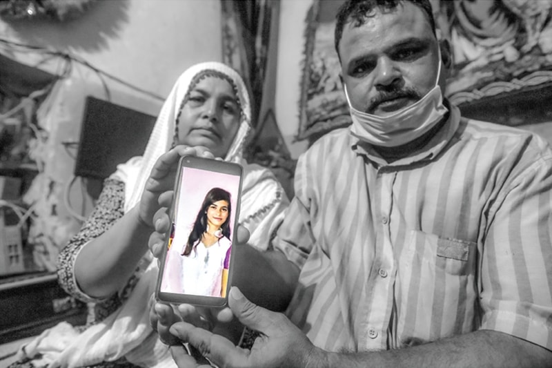 Raja Masih and Rita hold up a photo of their daughter Arzoo | Fahim Siddiqui/White Star