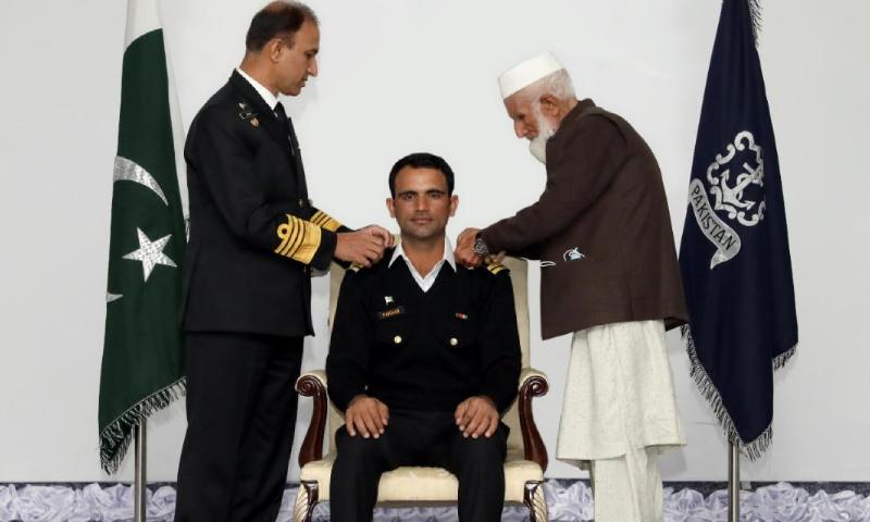 قومی ٹیم کے اوپنر فخر زمان کیلئے پاک بحریہ میں لیفٹیننٹ کا اعزازی رینک