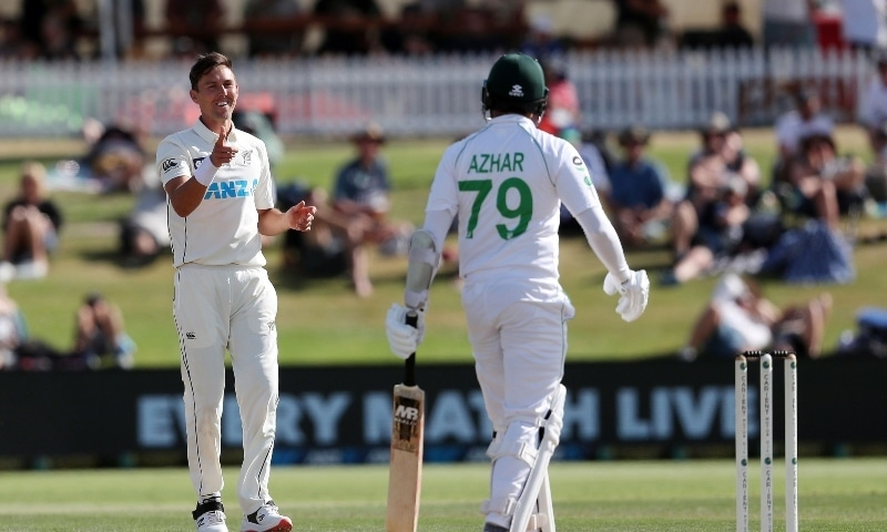 New Zealand's paceman Trent Boult (L) reacts after bowling to Pakistan's batsman Azhar Ali (R) on the fourth day of the first cricket Test match between New Zealand and Pakistan at the Bay Oval in Mount Maunganui on December 29. —  AFP