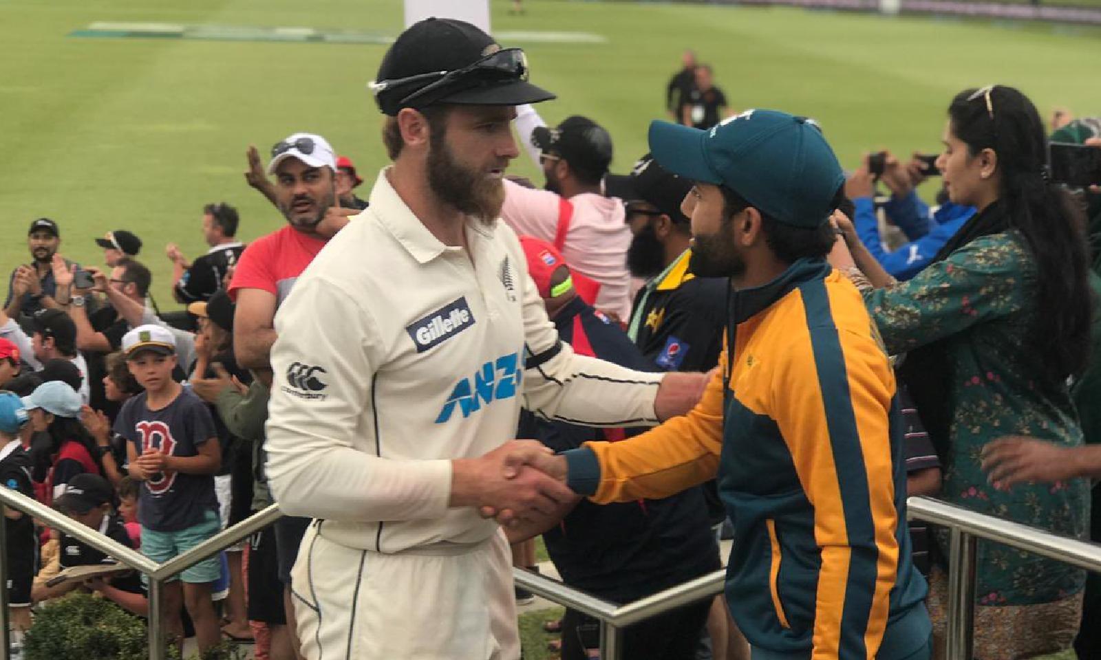 نیوزی لینڈ نے سیریز میں ایک صفر کی برتری حاصل کینیوزی لینڈ نے دوسری اننگز میں پاکستان کی پوری ٹیم کو 271 رنز پر آؤٹ کیا—فوٹو: بلیک کیپس ٹوئٹر
