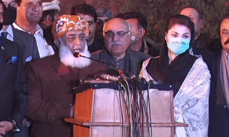 PDM chief Maulana Fazlur Rehman addressing a press conference with other opposition leaders at Raiwind on Friday. — DawnNewsTV