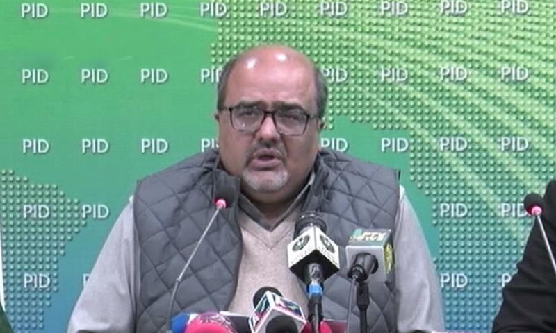 وزیر اعظم کے معاون خصوصی برائے احتساب اسلام آباد میں پریس کانفرنس کر رہے ہیں - فوٹو:ڈان نیوز