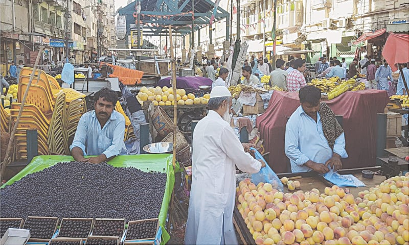 Fruit vendors and other hawkers at a bazaar in Karachi | Courtesy the writer
