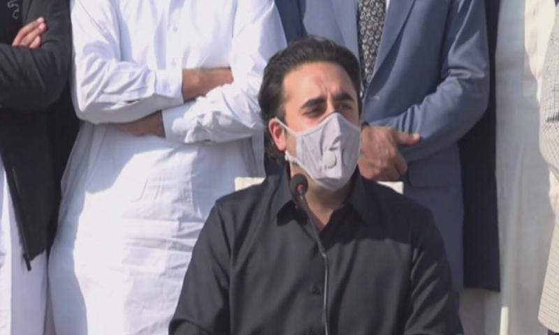 PPP chairman Bilawal Bhutto-Zardari speaks to media in Thatta on Sunday. — DawnNewsTV