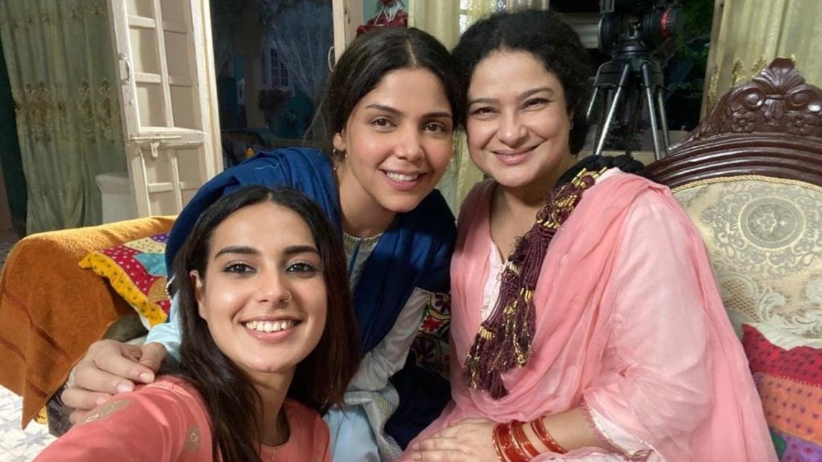 On the set with Iqra Aziz and Sania Saeed