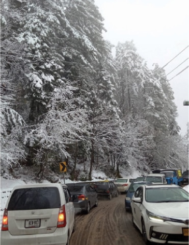 Vehicles seen stuck on a road leading to Murree on Tuesday. — Dawn