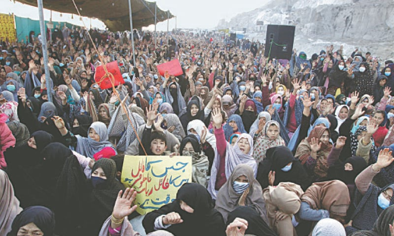 QUETTA: Women belonging to the Hazara community chant slogans during a sit-in against the killing of coal mine workers on Tuesday.—AP