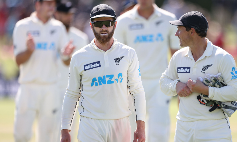 New Zealand's captain Kane Williamson (C) and teammates walk from the field after their series win during day four of the second international cricket Test match between New Zealand and Pakistan at Hagley Oval in Christchurch on January 6, 2021. — AFP