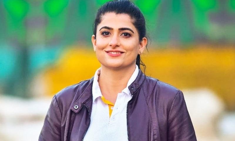 ثنا میر اب کرکٹ کے میدانوں میں کمنٹری کرتی دکھائی دیتی ہیں—فائل فوٹو: فیس بک