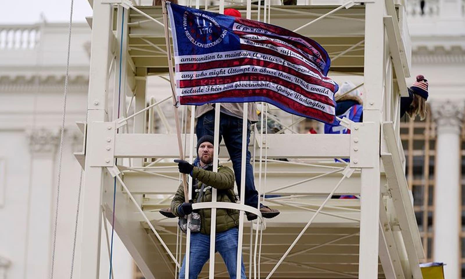 میئر نے تشدد میں کمی کے لیے شام کےاوقات واشنگٹن میں کرفیو نافذ کردیا—فوٹو:نیوز ایجنسیز