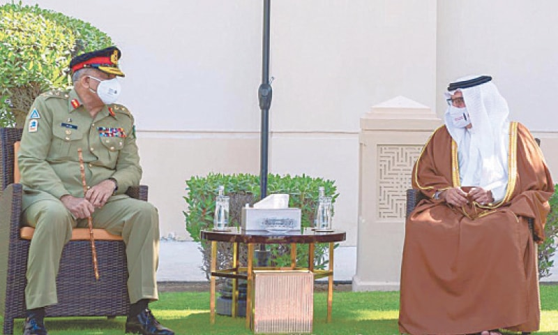 Chief of the Army Staff Gen Qamar Javed Bajwa meets Bahrain's Crown Prince Salman bin Hamad bin Isa Al-Khalifa.—INP
