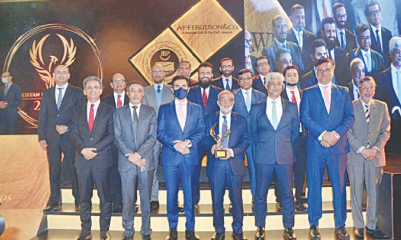 KARACHI: SBP Governor Dr Reza Baqir with award winners at Pakistan Banking Awards on Friday. — APP