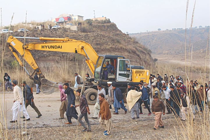 Daducha Dam affectees gather at the construction site | Sibte Hassan Turi