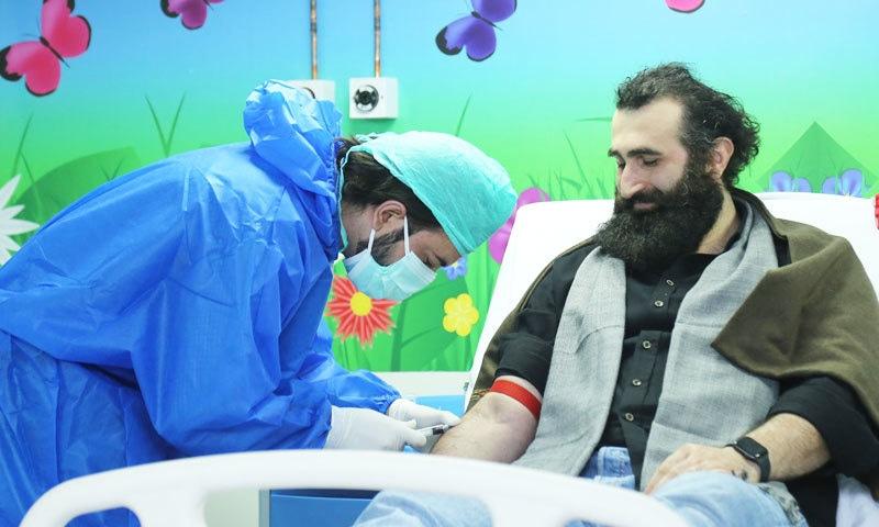 'ارطغرل غازی' کے اداکار کا پاکستانی بچوں کے لیے خون کا عطیہ