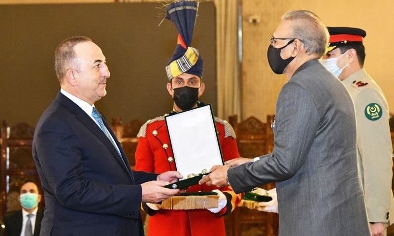 صدر مملکت نے ترک وزیر خارجہ کو ہلال پاکستان ایوارڈ سے نواز دیا