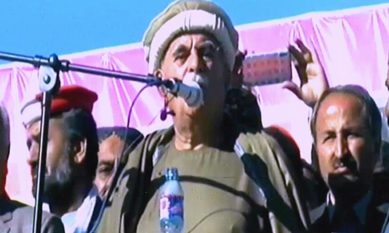 محمود خان اچکزئی لورالائی میں پی ڈی ایم کے جلسے سے خطاب کیا—فوٹو: ڈان نیوز