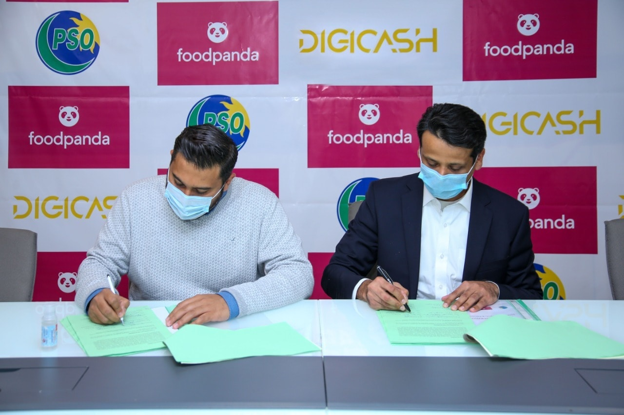 PSO and foodpanda signing the alliance