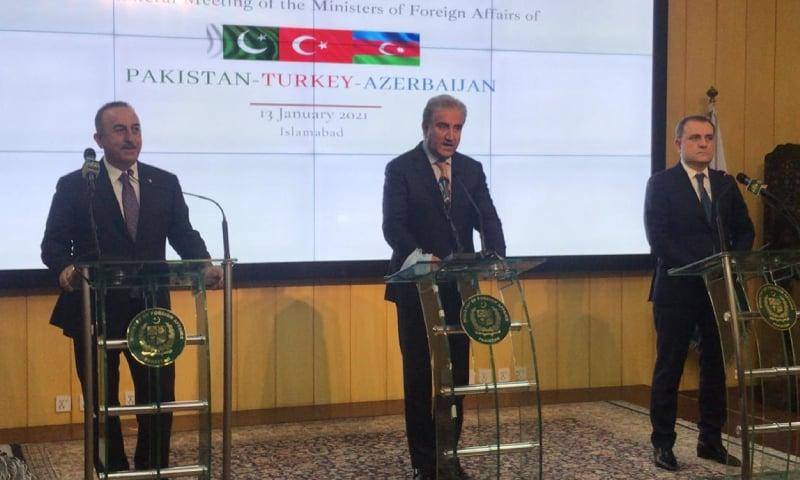 مذاکرات کے بعد تینوں ممالک کے وزرائے خارجہ نے مشترکہ پریس کانفرنس کی — فوٹو: نوید صدیقی