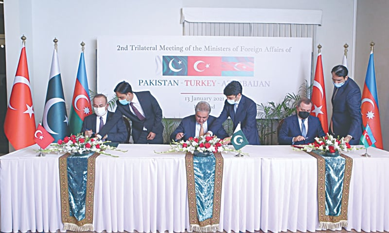ISLAMABAD: Foreign Minister Shah Mehmood Qureshi, Turkish Foreign Minister Mevlut Cavusoglu and Azerbaijani Foreign Minister Jeyhun Bayramov sign a trilateral agreement to broaden their cooperation and support each other on issues of mutual concern here on Wednesday.—Dawn