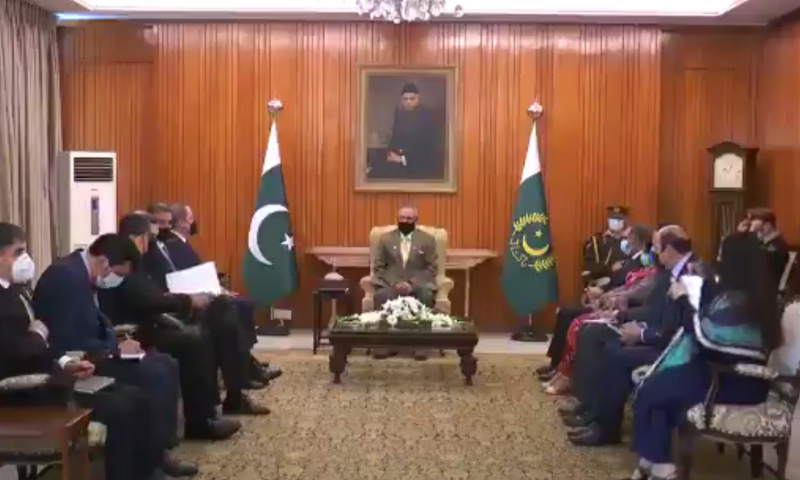 President Arif Alvi meets Azerbaijan Foreign Minister Jeyhun Bayramov in Islamabad. — Screengrab Radio Pakistan