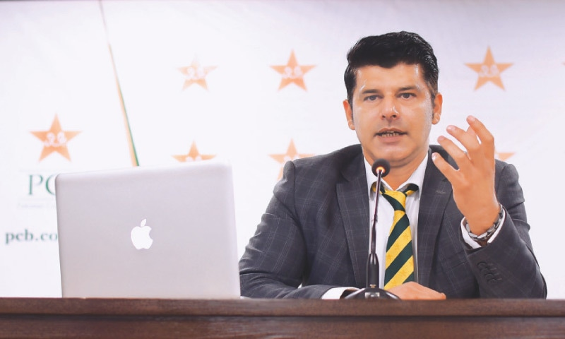 KARACHI: Chief selector Mohammad Wasim makes a point during his media conference at the National Stadium on Friday.— PCB