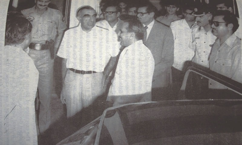Roedad Khan with Gen Ziaul Haq | Dawn Archives