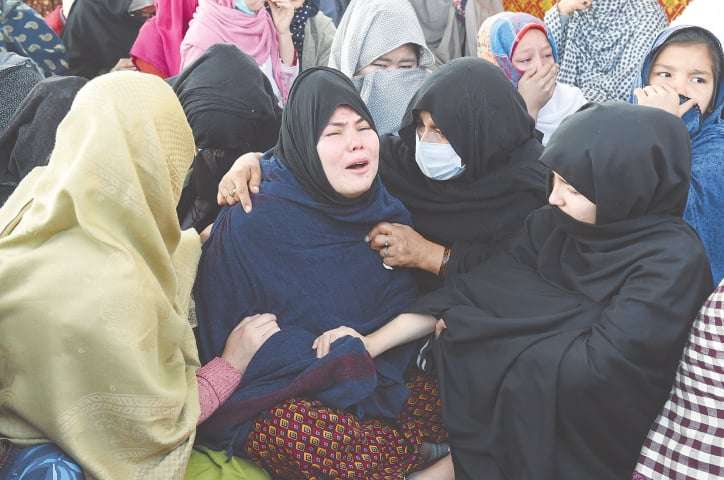 Women try to console Masooma as she bursts into tears | B K Yousafzai