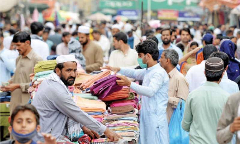 In this file photo, a large number of people throng Rawalpindi's Bara Market. — Photo by Mohammad Asim