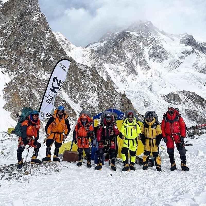 کامیاب نیپالی کوہ پیماؤں کی ٹیم— تصویر: نرمل پرجا