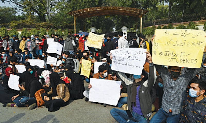 University students hold a demo in front of Governor House for online exams. — White Star