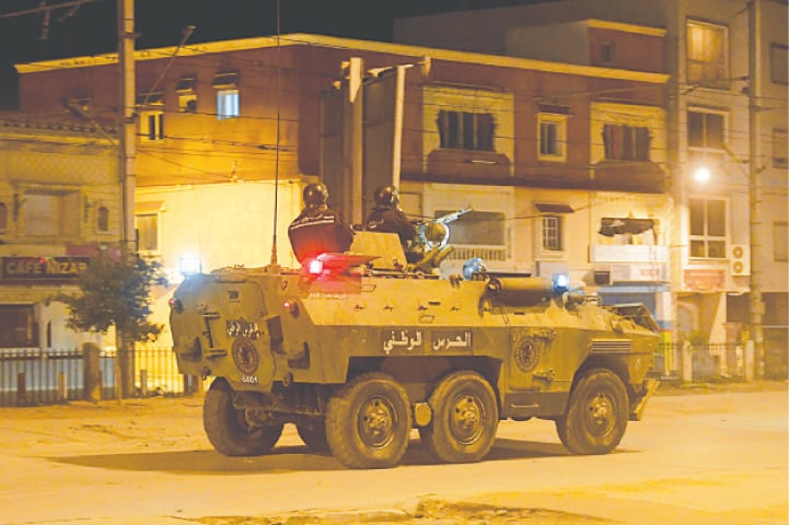 Tunisia arrests over 600, deploys army after violent protests