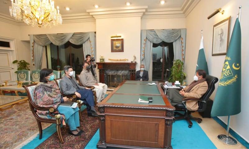 عمران خان نے منظور شدہ ویکسینز کے حصول اور فراہمی کے حوالے سے اقدامات کو تیز کرنے کی ہدایات دیں — فوٹو: پی آئی ڈی