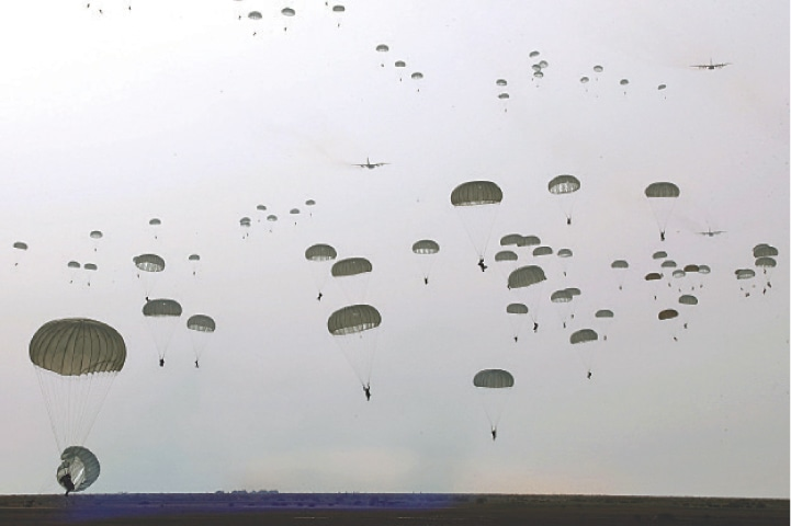 TEHRAN: This handout photo provided by the Iranian army on Tuesday shows paratroopers taking part in a military drill in south-eastern Iran.—AFP