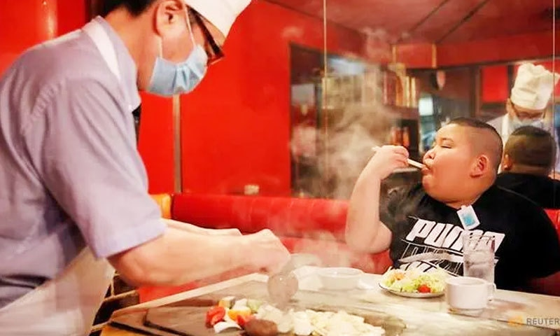 کیوٹو کماگائی فٹنیس کے لیے خصوصی غذا کھاتے ہیں—فوٹو: رائٹرز